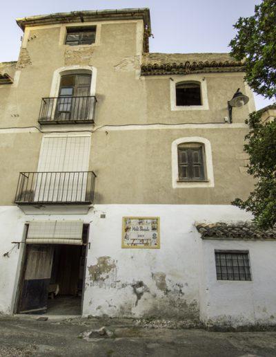 Façana principal del habitatge del Molí Descals.