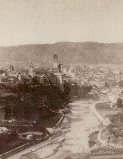 Foto del 1880 on podem observar a l'esquerra el Molí i a la dreta la cantereria, on ara tenim cases, abans eren hortes.
