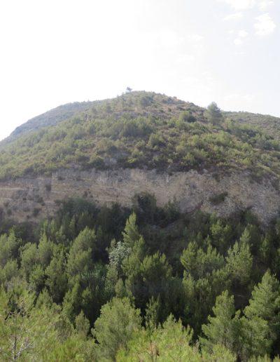 Vista dels cabeços del Navarro des de l'altra banda del barranc estant.